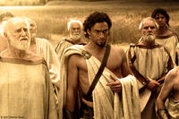 Theron (Dominic West) and a group of Councilmen watch as King Leonidas prepares his men for a march to Thermopylae in