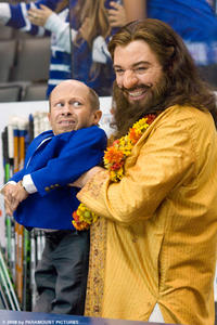 Verne Troyer (left) and Mike Myers (right) in