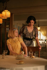 Abigail Breslin and Julia Ormond in