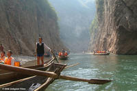 Tourists on sampans in the Lesser Three Gorges on the Yangtze river in UP THE YANGTZE, a film by Yung Chang, a Zeitgeist Films release. Photo: Jonathan Chang