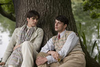 Ben Whishaw as Sebastian Flyte and Matthew Goode as Charles Ryder in