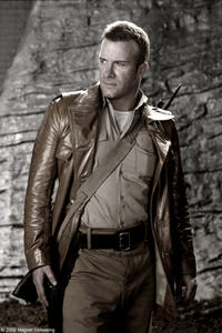Thomas Jane as Maj. Mitch Hunter in