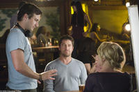 Director Robert Luketic, Gerard Butler and Katherine Heigl on the set of