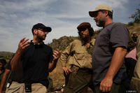 Director Steven Soderberg, Benicio Del Toro and executive producer Gregory Jacobs on the set of