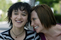 Keisha Castle-Hughes as Sunni and Toni Collette as Mary in