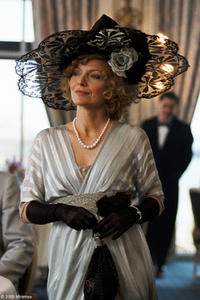 Michelle Pfeiffer as Lea de Lonval in