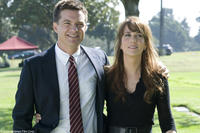 Jason Bateman as Joel and Kristen Wiig as Suzie in