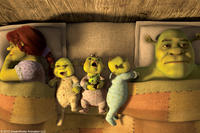 Fiona, Shrek and children in