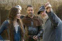 Cate Blanchett, Russell Crowe and director Ridley Scott on the set of