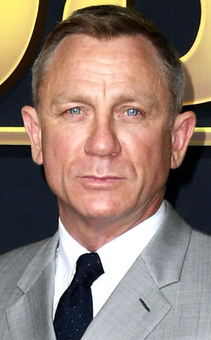 Daniel Craig as Jake Lonergan