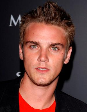Riley Smith as Les