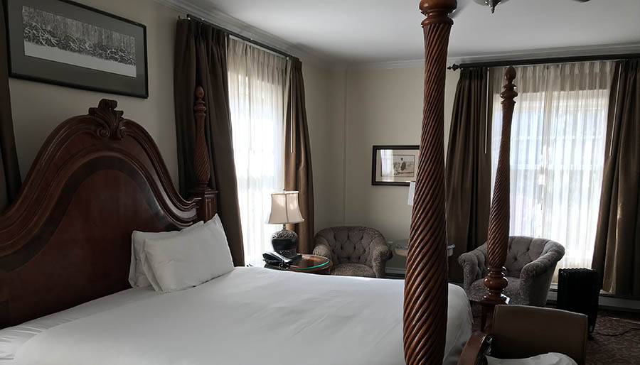 stanley hotel bedroom