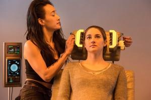 'Divergent' Set Visit, Part 2: 'Divergent' vs. 'Hunger Games'