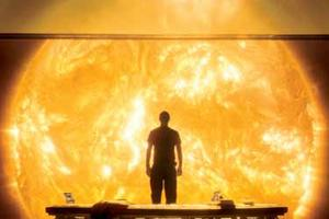 """Cliff Curtis in the observation room of the Icarus II in """"Sunshine."""""""