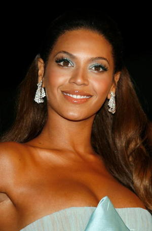 "Actress/singer Beyonce Knowles at the Beverly Hills premiere of ""Dreamgirls."""