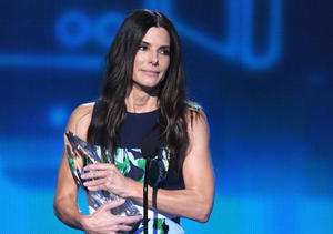 Sandra Bullock, Zac Efron and Iron Man: 15 Pics to Recap the People's Choice Awards