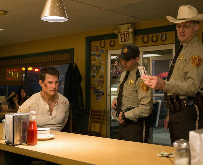 Jack Reacher: Never Go Back Photos + Posters